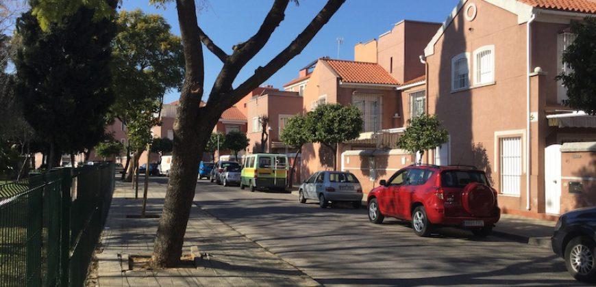 Chalet Adosado en Sevilla Este