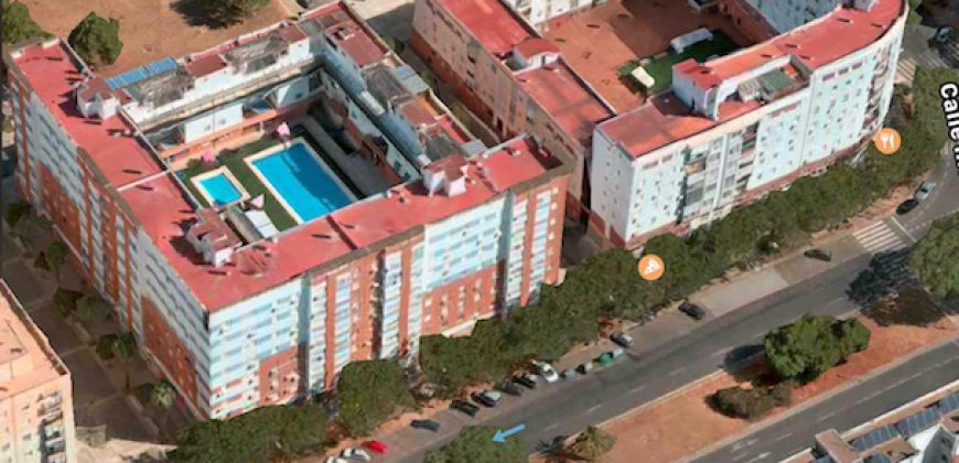 Piso junto a Comisaría en Sevilla Este