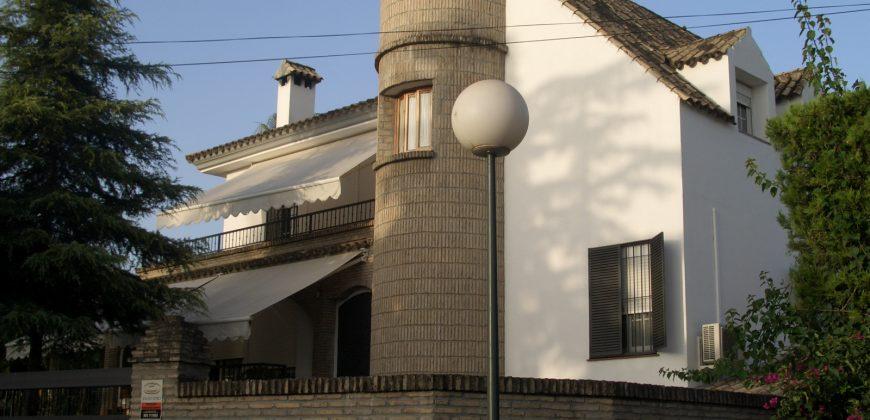 Chalet de lujo en Urbanización Privada.