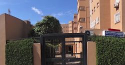 Piso junto Avenida Miraflores en recinto privado
